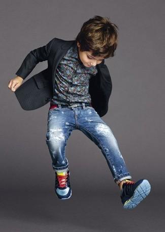 How to wear: black blazer, blue long sleeve shirt, blue jeans, navy sneakers