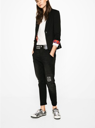 How to wear: black blazer, white long sleeve blouse, black boyfriend jeans, white and black low top sneakers