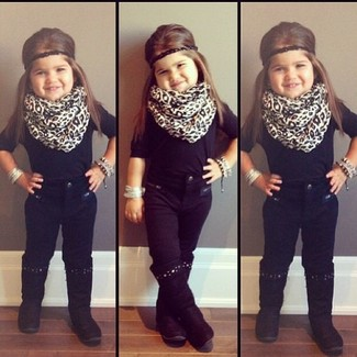 How to wear: white leopard scarf, black boots, black jeans, black t-shirt