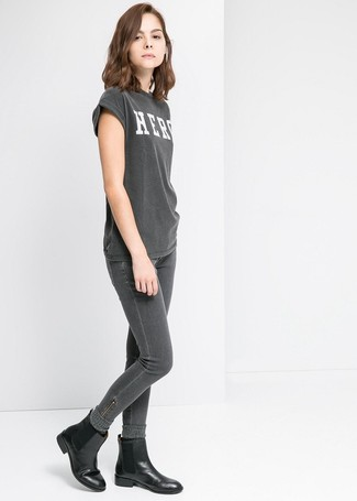 How to wear: charcoal wool socks, black leather chelsea boots, charcoal skinny jeans, charcoal print crew-neck t-shirt
