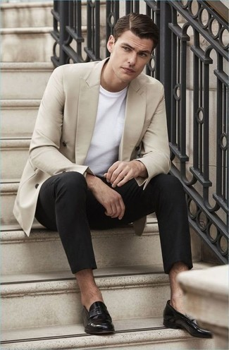 How to Wear a Beige Double Breasted Blazer For Men: A beige double breasted blazer and black chinos are the perfect way to introduce some polish into your off-duty repertoire. Feeling bold? Change things up a bit by finishing with a pair of black leather loafers.