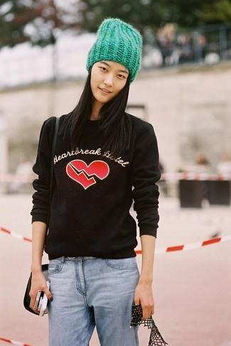 How to wear: green beanie, black leather crossbody bag, light blue boyfriend jeans, black print crew-neck sweater