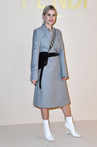 How to wear: black leather waist belt, black quilted leather crossbody bag, white leather ankle boots, light blue coat