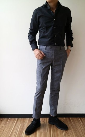 How to Wear a Black Dress Shirt For Men: Team a black dress shirt with charcoal dress pants for incredibly dapper attire. For something more on the cool and laid-back side to round off this outfit, complete this look with a pair of black suede desert boots.