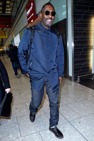 How to wear: navy backpack, black leather desert boots, navy jeans, navy trenchcoat
