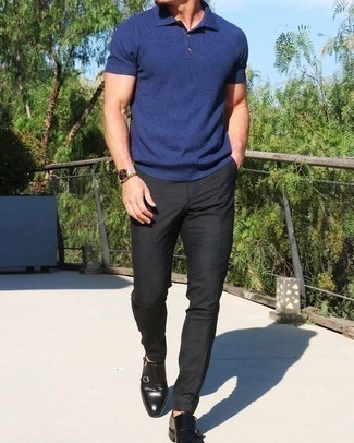How to Wear a Gold Watch For Men: A navy polo and a gold watch have become veritable off-duty essentials. For something more on the classier end to round off your getup, complete this ensemble with black leather double monks.