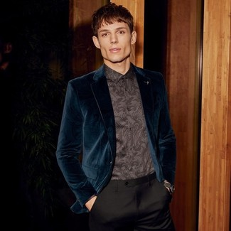 Men's Looks & Outfits: What To Wear In 2020: When it comes to timeless refined style, this pairing of a teal velvet blazer and black dress pants is the ultimate look.