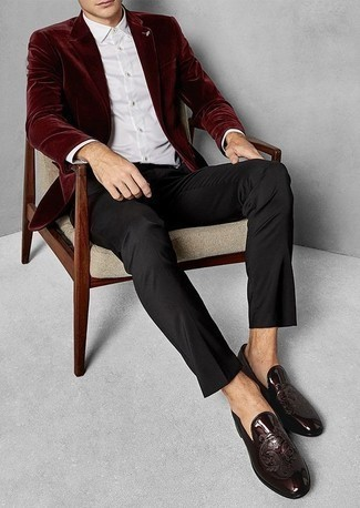 How to Wear Burgundy Leather Loafers For Men: Marrying a burgundy velvet blazer and black dress pants is a surefire way to breathe style into your wardrobe. We adore how this whole look comes together thanks to burgundy leather loafers.