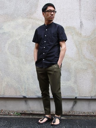 How to Wear a Navy Short Sleeve Shirt For Men: Try teaming a navy short sleeve shirt with olive chinos for a daily ensemble that's full of charisma and character. Does this getup feel too perfect? Let black leather flip flops jazz things up.