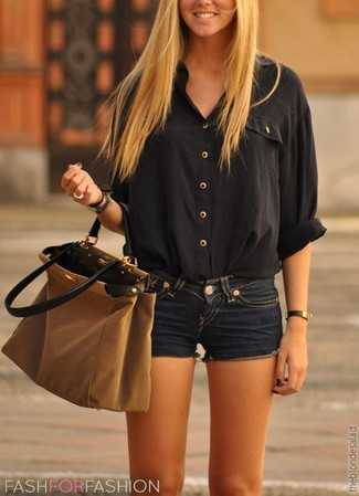 How to wear: black henley shirt, navy denim shorts, brown suede tote bag, black bracelet
