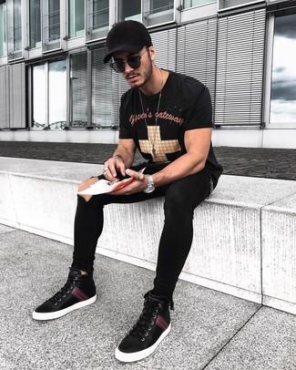 How to wear: black baseball cap, black high top sneakers, black ripped skinny jeans, black print crew-neck t-shirt