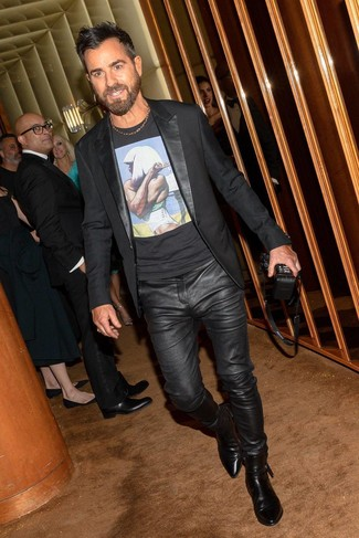 How to wear: black leather chelsea boots, black leather jeans, black print crew-neck t-shirt, black blazer