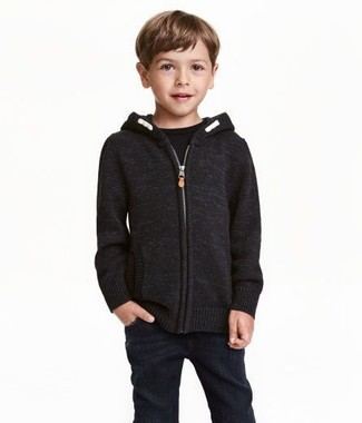 How to wear: black jeans, black t-shirt, black hoodie
