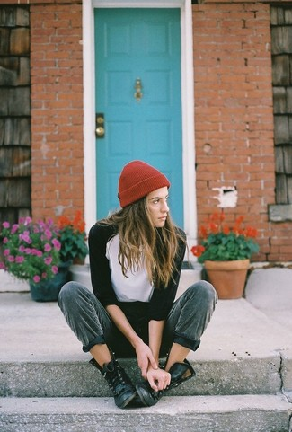 How to wear: red beanie, black leather lace-up flat boots, dark green sweatpants, white and black long sleeve t-shirt