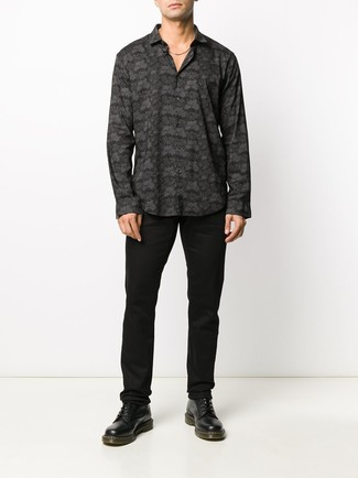 How to wear: black leather casual boots, black chinos, black print long sleeve shirt