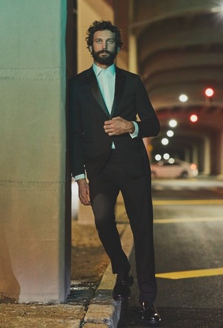 Men's Looks & Outfits: What To Wear In 2020: Pair a black suit with a white dress shirt to look like a true dandy at all times. To bring a carefree vibe to your ensemble, introduce a pair of black leather derby shoes to the equation.