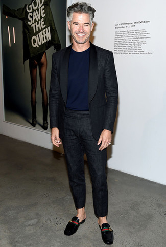 Men's Looks & Outfits: What To Wear In 2020: For an outfit that's street-style-worthy and effortlessly smart, wear a black linen suit with a navy crew-neck t-shirt. Let your styling credentials truly shine by completing your outfit with black leather loafers.