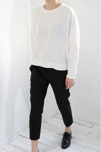 How to wear: black leather oxford shoes, black tapered pants, white sweatshirt