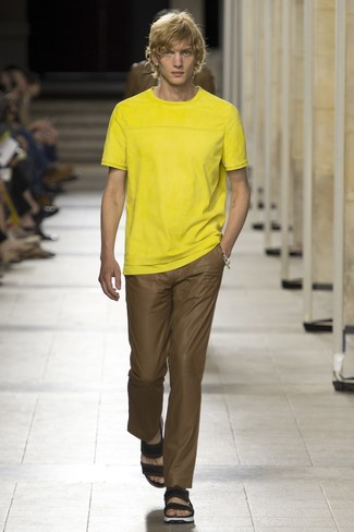How to wear: black leather sandals, brown chinos, yellow crew-neck t-shirt