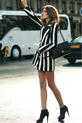 How to Wear a White Vertical Striped Double Breasted Blazer For Women: Stylish yet practical, this look features a white vertical striped double breasted blazer. Make a bit more effort with footwear and introduce black suede ankle boots to the mix.