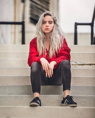 Women's Looks & Outfits: What To Wear In 2020: A red windbreaker and charcoal skinny jeans are a nice outfit to have in your sartorial collection. Let your styling savvy really shine by finishing this look with black low top sneakers.
