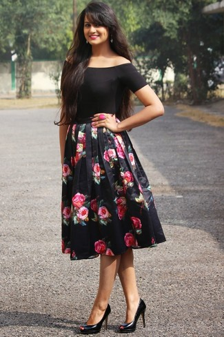 Try pairing a black off shoulder top with a black floral full skirt for a lazy day look. Let's make a bit more effort now and go for a pair of black leather pumps. This outfit has all the makings of your summertime go-to.