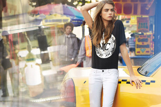 Black print crew neck t shirt white skinny jeans large 1139