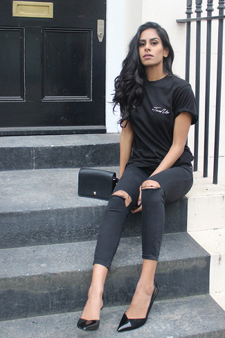 How to wear: black leather crossbody bag, black leather pumps, black ripped skinny jeans, black crew-neck t-shirt