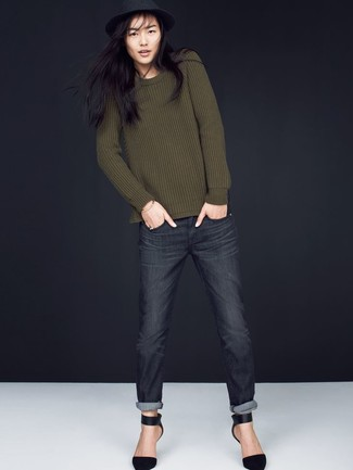 How to wear: black wool hat, black suede pumps, charcoal jeans, olive crew-neck sweater