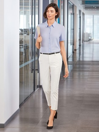 How to wear: black leather belt, black suede pumps, white skinny pants, light blue short sleeve button down shirt