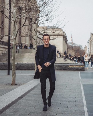 How to wear: black suede chelsea boots, black skinny jeans, black crew-neck t-shirt, black overcoat