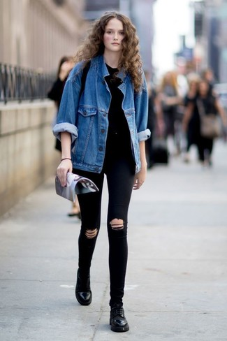 How to wear: black leather oxford shoes, black ripped skinny jeans, black crew-neck t-shirt, blue denim jacket