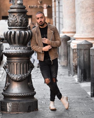 How to wear: beige suede chelsea boots, black ripped skinny jeans, black print crew-neck t-shirt, brown suede biker jacket