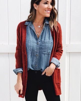 How to wear: gold pendant, black skinny jeans, blue denim shirt, tobacco open cardigan