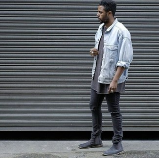 How to wear: black suede chelsea boots, black ripped skinny jeans, brown crew-neck t-shirt, light blue denim jacket