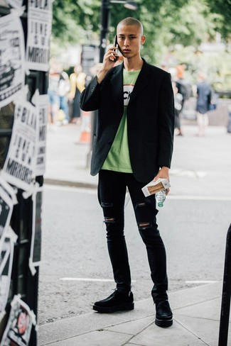 How to wear: black chunky leather derby shoes, black ripped skinny jeans, green print crew-neck t-shirt, black blazer