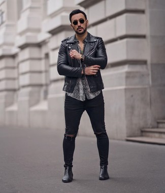 How to wear: black leather chelsea boots, black ripped skinny jeans, grey snake short sleeve shirt, black leather biker jacket