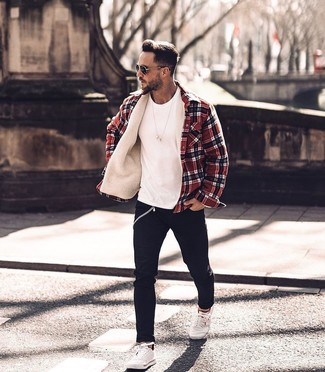 How to wear: white low top sneakers, black skinny jeans, white crew-neck t-shirt, red plaid shirt jacket