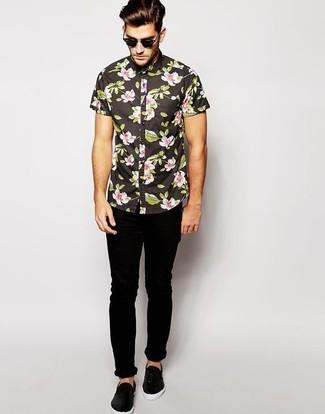 How to wear: black sunglasses, black leather slip-on sneakers, black skinny jeans, black floral short sleeve shirt