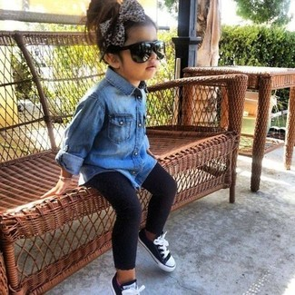 How to wear: black sneakers, black leggings, blue denim long sleeve shirt