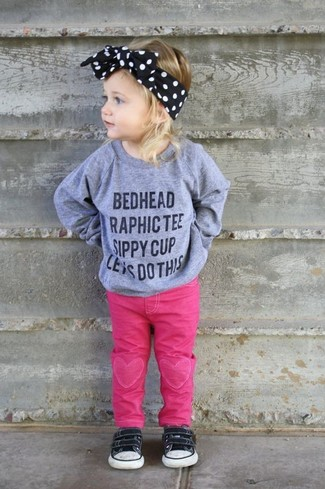 How to Wear a Black Headband For Girls: Suggest that your mini fashionista pair a grey print sweater with a black headband for a laid-back yet fashion-forward outfit. As far as footwear is concerned, suggest that your little girl opt for a pair of black sneakers.