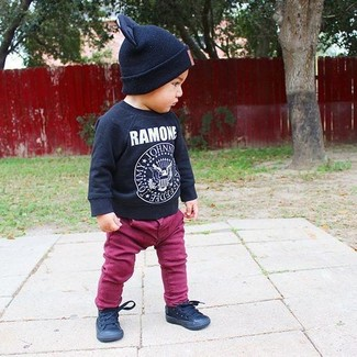 How to wear: black beanie, black sneakers, purple jeans, black print long sleeve t-shirt