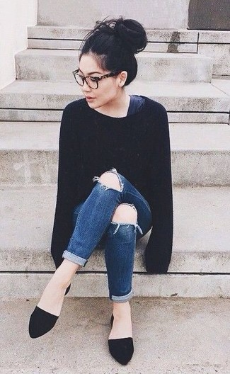 How to wear: black suede ballerina shoes, navy ripped skinny jeans, black oversized sweater