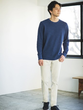 How to wear: black suede low top sneakers, beige chinos, navy crew-neck sweater