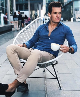 How to wear: black suede tassel loafers, beige chinos, blue long sleeve shirt