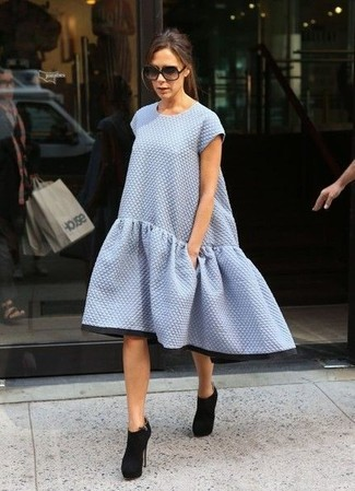 How To Wear a Swing Dress With Ankle Boots: No matter where you go over the course of the day, you can rely on this off-duty pairing of a swing dress. Complete your getup with ankle boots for an instant style lift.