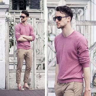 How to wear: black sunglasses, khaki chinos, pink crew-neck sweater