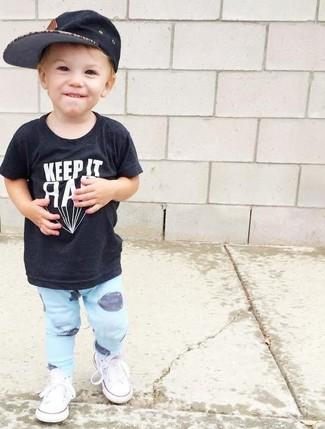 How to wear: black t-shirt, light blue sweatpants, white sneakers, black baseball cap