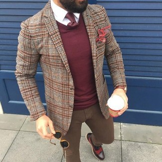 How to wear: brown plaid wool blazer, burgundy crew-neck sweater, white dress shirt, brown skinny jeans