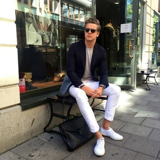 How to wear: black blazer, beige crew-neck sweater, white skinny jeans, white canvas low top sneakers